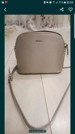 Bershka srebrna torebka damska na łańcuszku