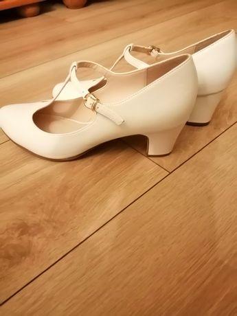 Pantofelki ślubne ecru