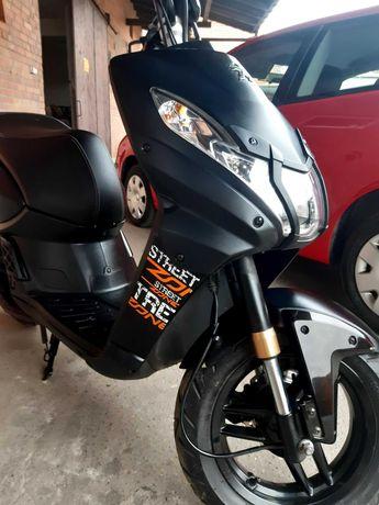 Sprzedam skuter Peugeot Street Zone