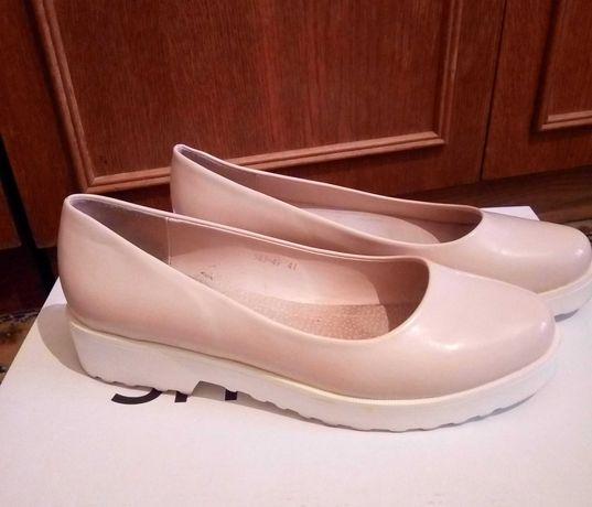 Лакові жіночі туфлі