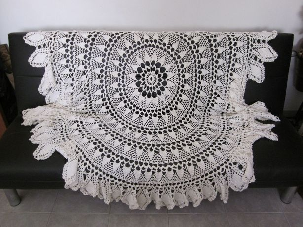 toalha de mesa em crochê branca