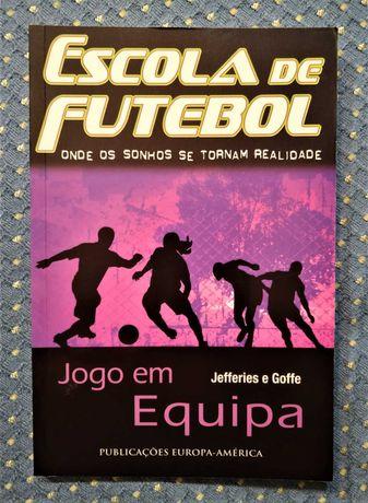 """""""Jogo em Equipa"""" Coleção Escola de Futebol Nº4 2010 - Como NOVO!"""
