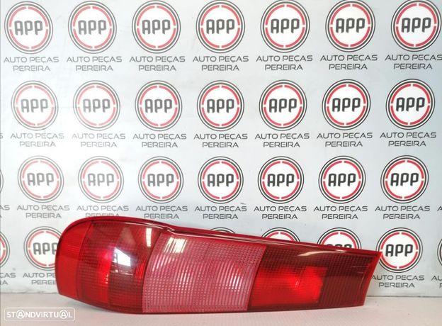 Farolim traseiro esquerdo e direito Fiat Punto de 1997, completo com suporte de lâmpadas.
