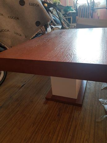 Stół o wymiarach 110 x 65.Stan bardzo dobry. Bardzo dobrze utrzymany.