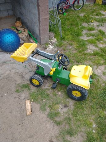 Traktorek na pedały.