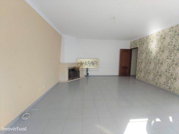 Apartamento T3 Casal do Chapim com Parqueamento e Arrecad...