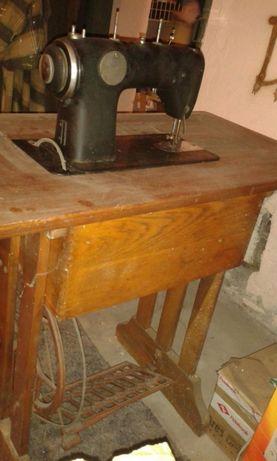 Westa maszyna do szycia ze stołem