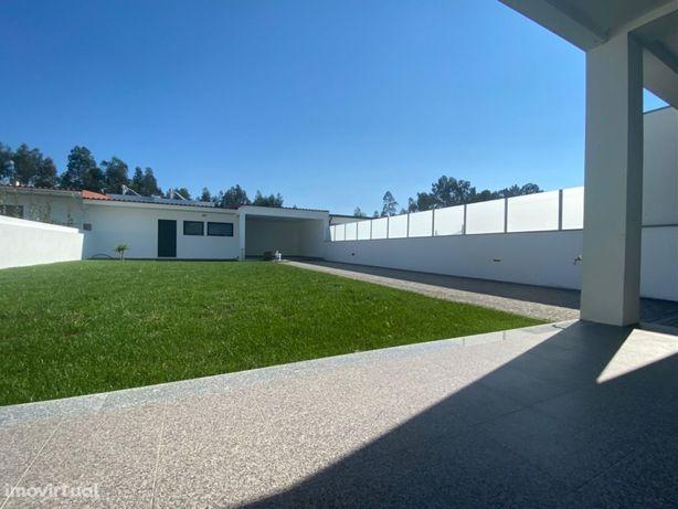 Moradia Nova T3 de arquitetura moderna