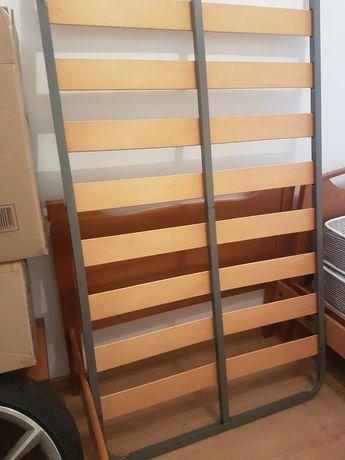 cama com estrado, colchão, mesa cabeceira