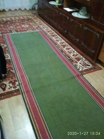 Продам ковровые покрытия в хорошем состоянии
