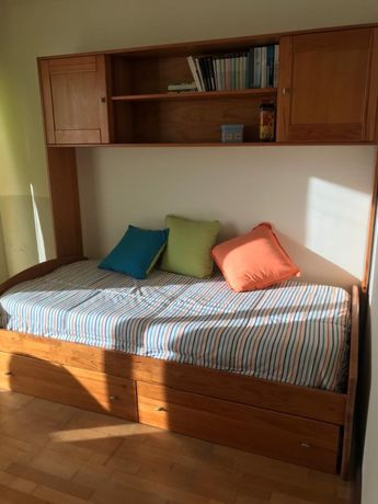 Mobilia de quarto - cama solteiro + armario + mesinha de cabeceira