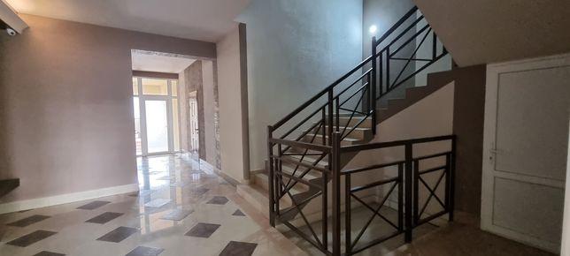 Центр, р-н Корятовича 1,5кімн. квартира 1поверх новобудови