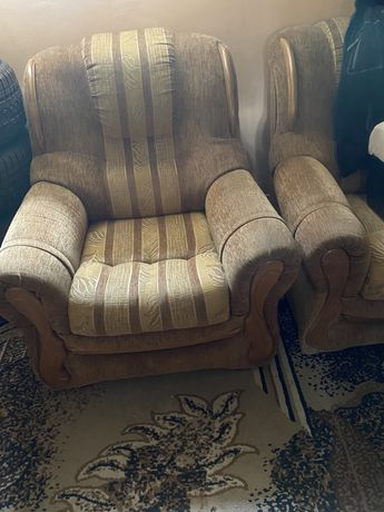2 fotele jasne duże