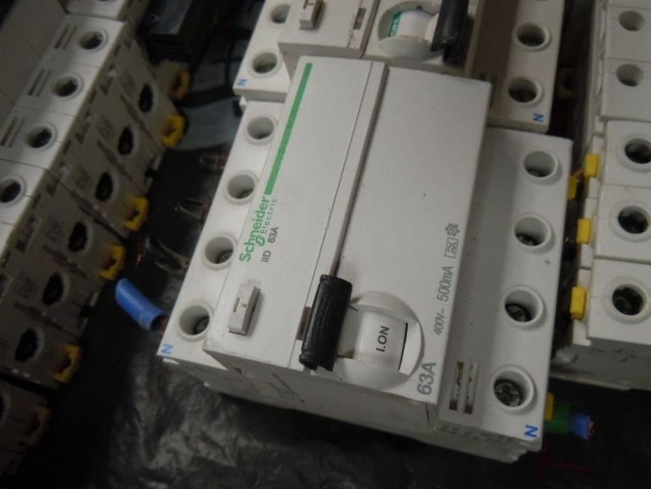Bezpieczniki / Wył. Różnicowo Prądowy / Rozłączniki / Styczniki