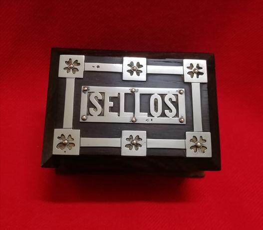 Caixa para selos em pau santo e prata.