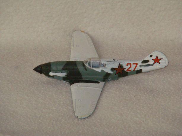 продам модели самолетов выполнены из алюминия, не пластик, длина-10 см