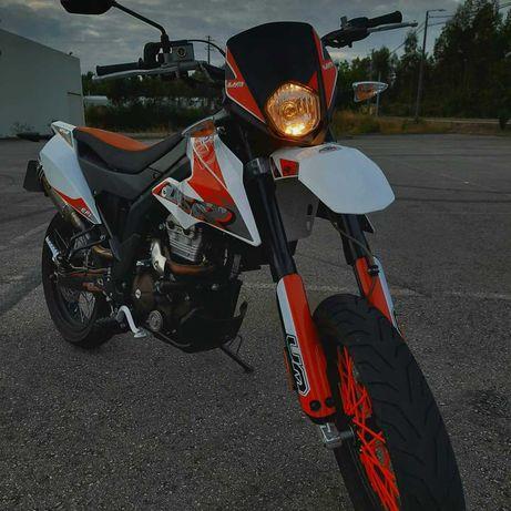 UM dsr 125 super motard vendo ou troco.
