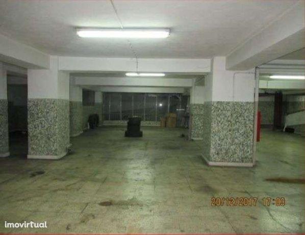 Garagem com 1550m2 para venda - Praça de Espanha