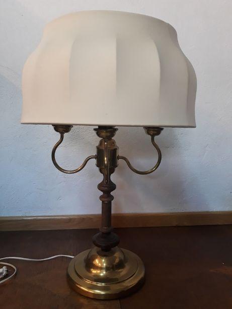Stylowa lampa stołowa z abażurem, mosiężna, z elementami drewna
