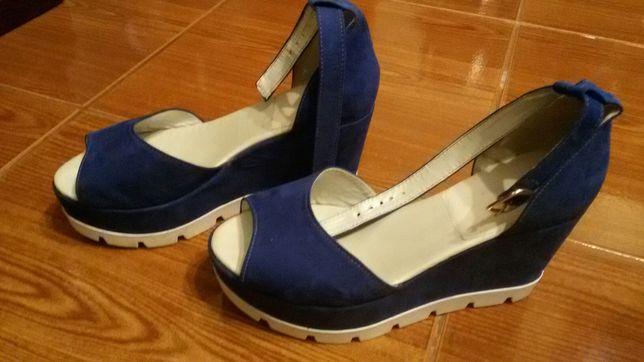 Sandálias azuis em camurça n. 39