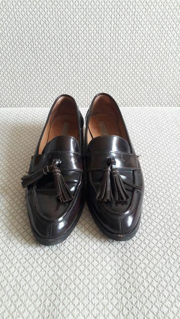 Лаковые лоферы с кисточками. Туфли.
