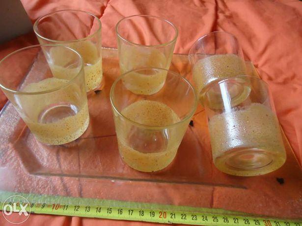 Tabuleiro em vidro e copos