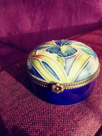 Szkatułka/puzderko Old Tupton Ware, emalia na porcelanie, Anglia