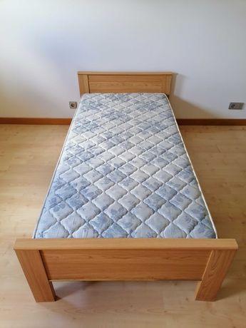 cama de solteiro com colchão em muito bom estado