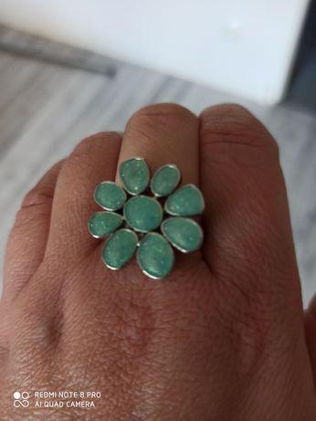 Unikatowy pierścionek kwiat kamyki opalizujace