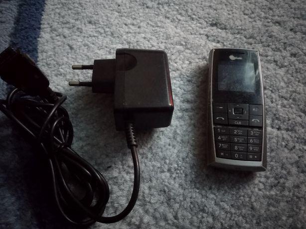 Реаритетний телефон LG з зарядним.
