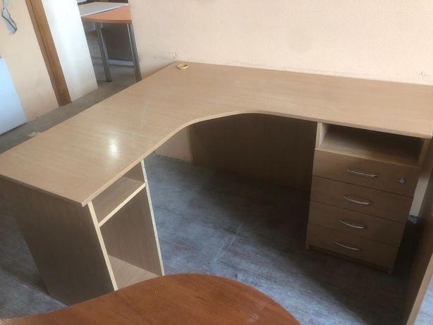 Столы офисные письменные конференц угловые тумбы полки маникюр компьют
