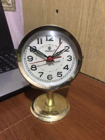 Perfect часы настольные механика