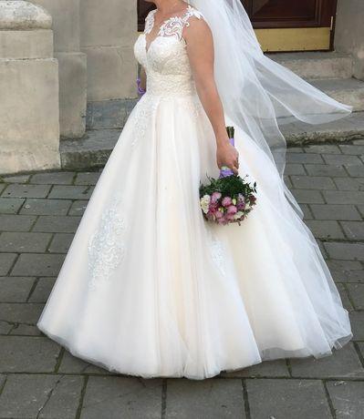 Продам весільну сукню колір айворі