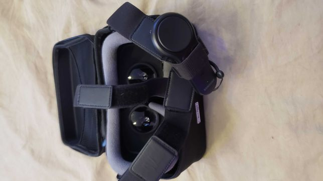SAMSUNG Gear VR with Controller virtual reality goggles