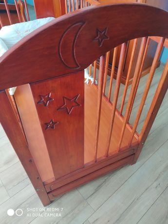 Łóżeczko drewniane z wyprawką