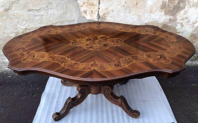 Дерев'яний стіл з інкрустацією