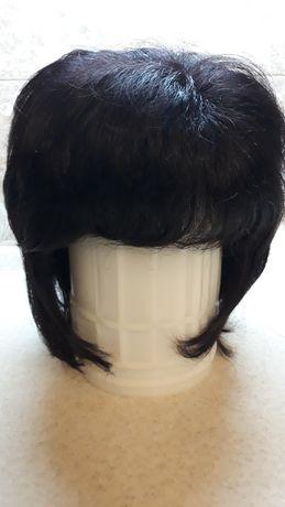 искусственный парик.