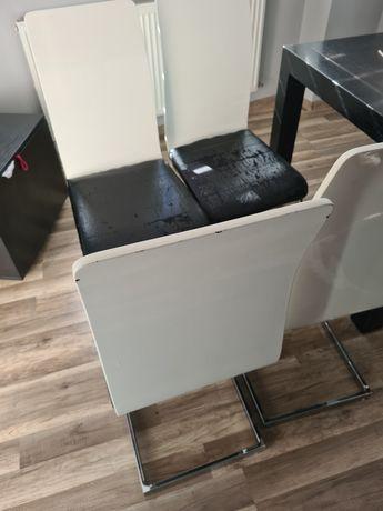 Krzesło na metalowej podstawie