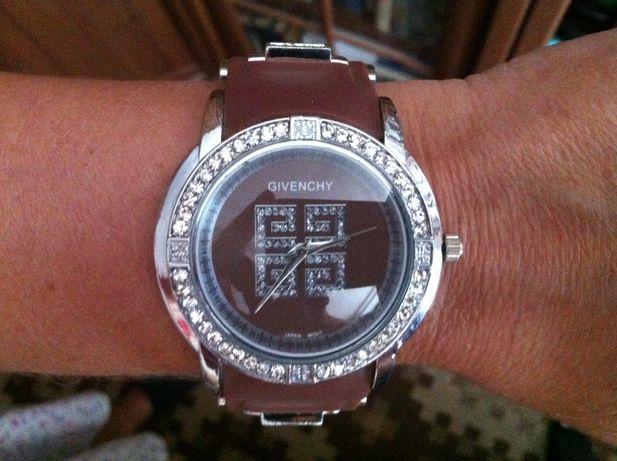 женские наручные часы Givenchy