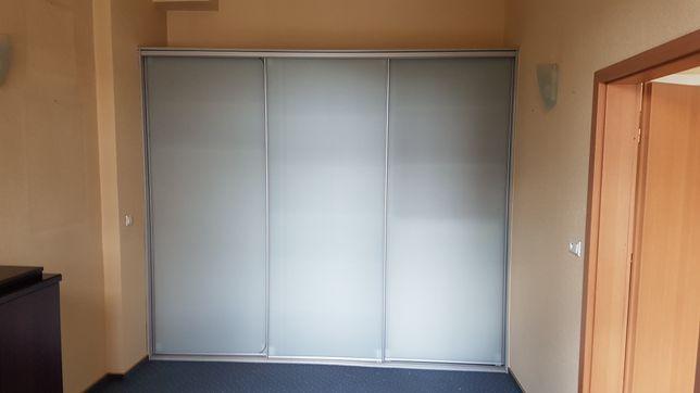 Szafa witryna na wymiar przesuwna matowe szkło fronty 2,9 m x  2,5 m
