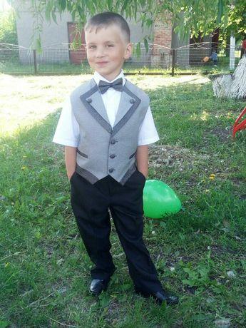 Школьная одежда для мальчика в первый клас костюм и рубашка