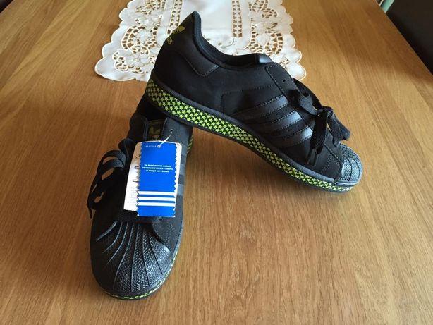 Sapatilhas superstar Adidas edição limitada.