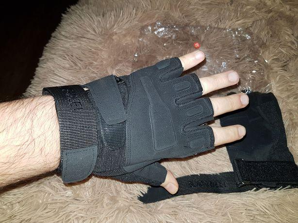 Перчатки антискользящие, тактические, открытые пальцы.