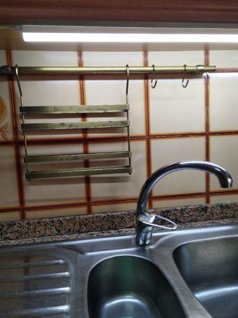 Utensilios de Cozinha - Porta especiaria e porta rolo e diversos