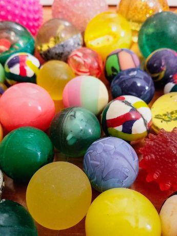 Vendo coleção de 47 bolas saltitonas (portes já incluídos no preço)