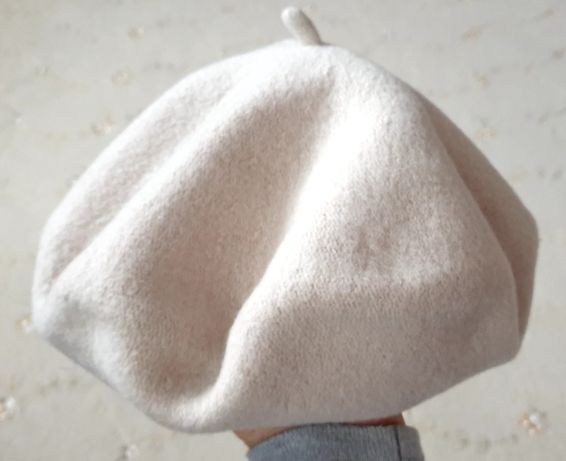 Beżowy wełniany beret