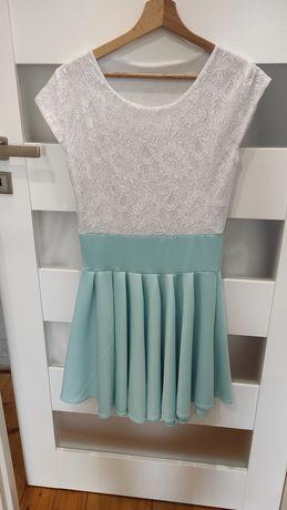 Sukienka z koronkową góra