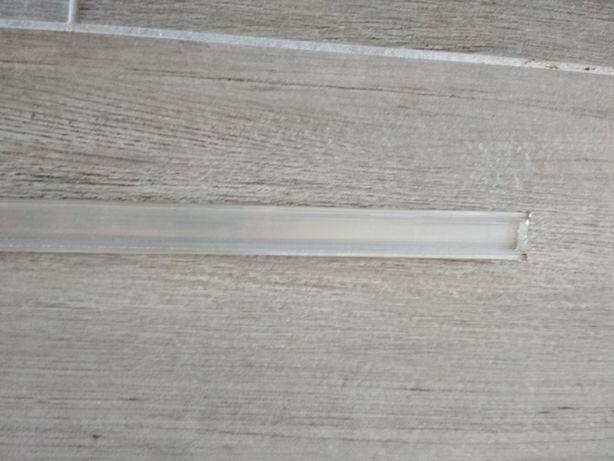 Profil aluminiowy do taśmy LED z przeźroczystą przesłoną.