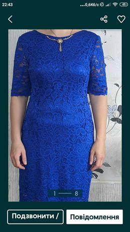 Жіноче плаття яскравого кольору