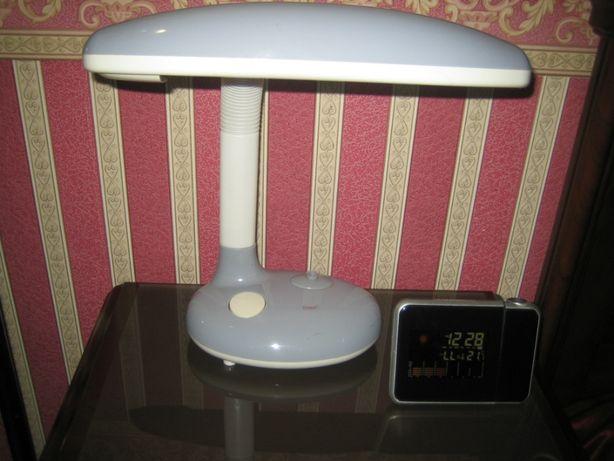 Лампа-светильник настольный энергосберегающий 11ватт